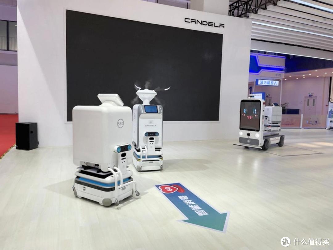 从科幻到现实!坎德拉科技分体式设计机器人点燃世界机器人大会