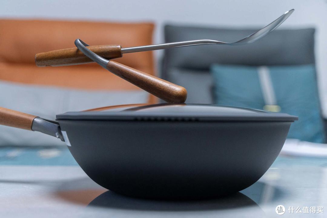 如何选一款又轻又健康的好锅?让三禾窒氮轻铁锅告诉你答案!
