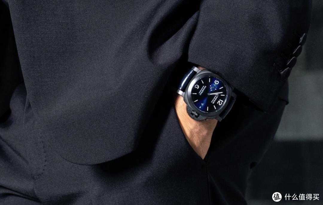 沛纳海推出LUMINOR MARINA CARBOTECHTM BLU NOTTE 庐米诺系列碳纤维腕表