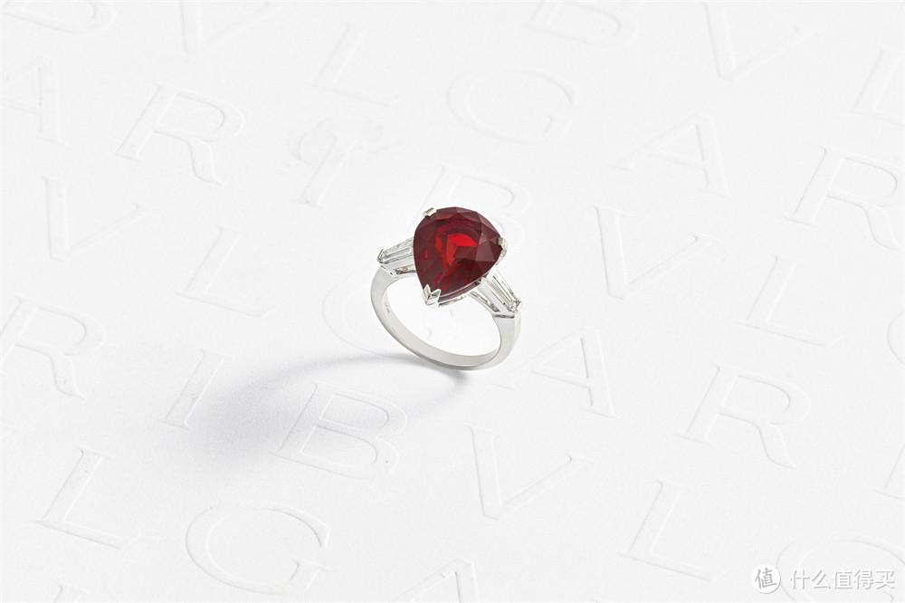 宝格丽Magnifica绮珍意宝高级珠宝系列皇家红宝石戒指