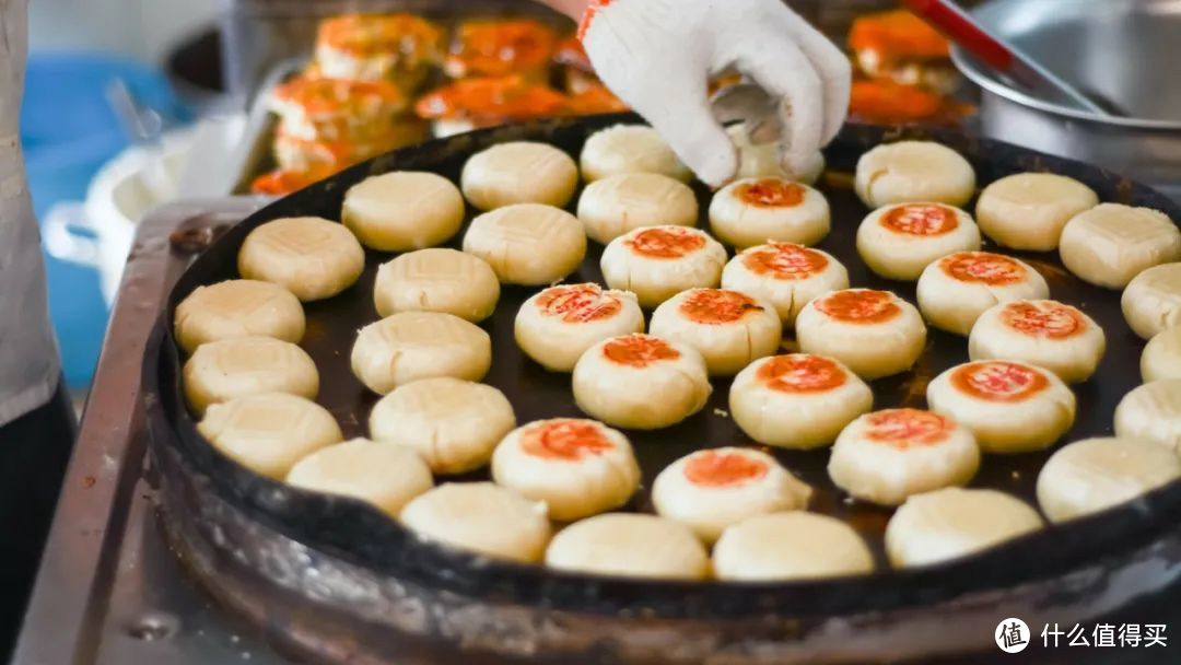 光明邨是为数不多的两面煎月饼。©图虫创意