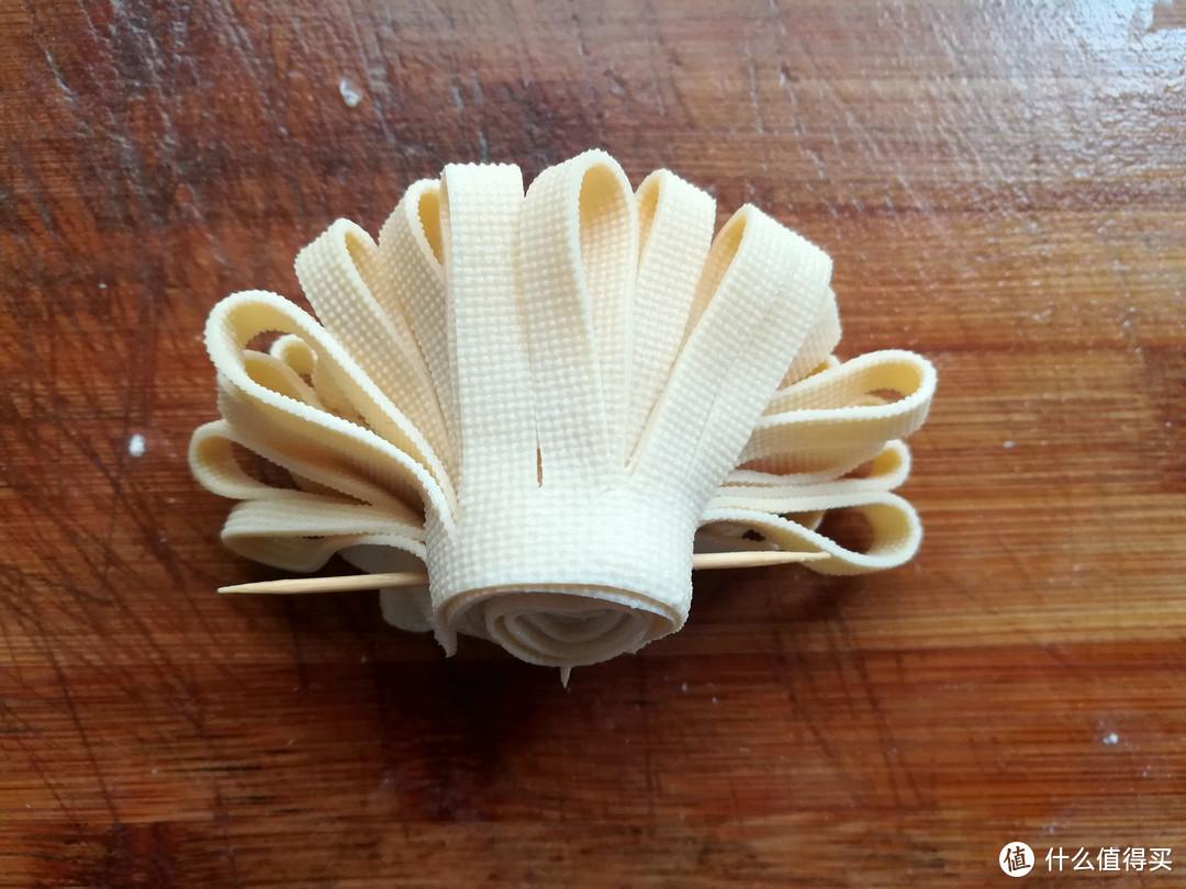 中秋家宴,我常做菊花卷,1块钱做1盘,5分钟上桌,好吃又好看