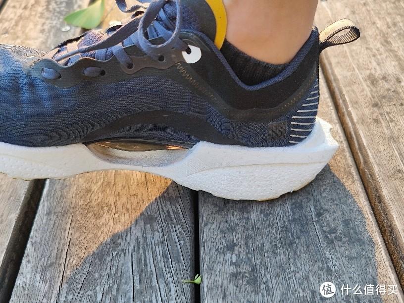 """7年后再穿李宁超轻跑鞋,已经不是那个""""味"""",不过300块钱还是蛮香!"""