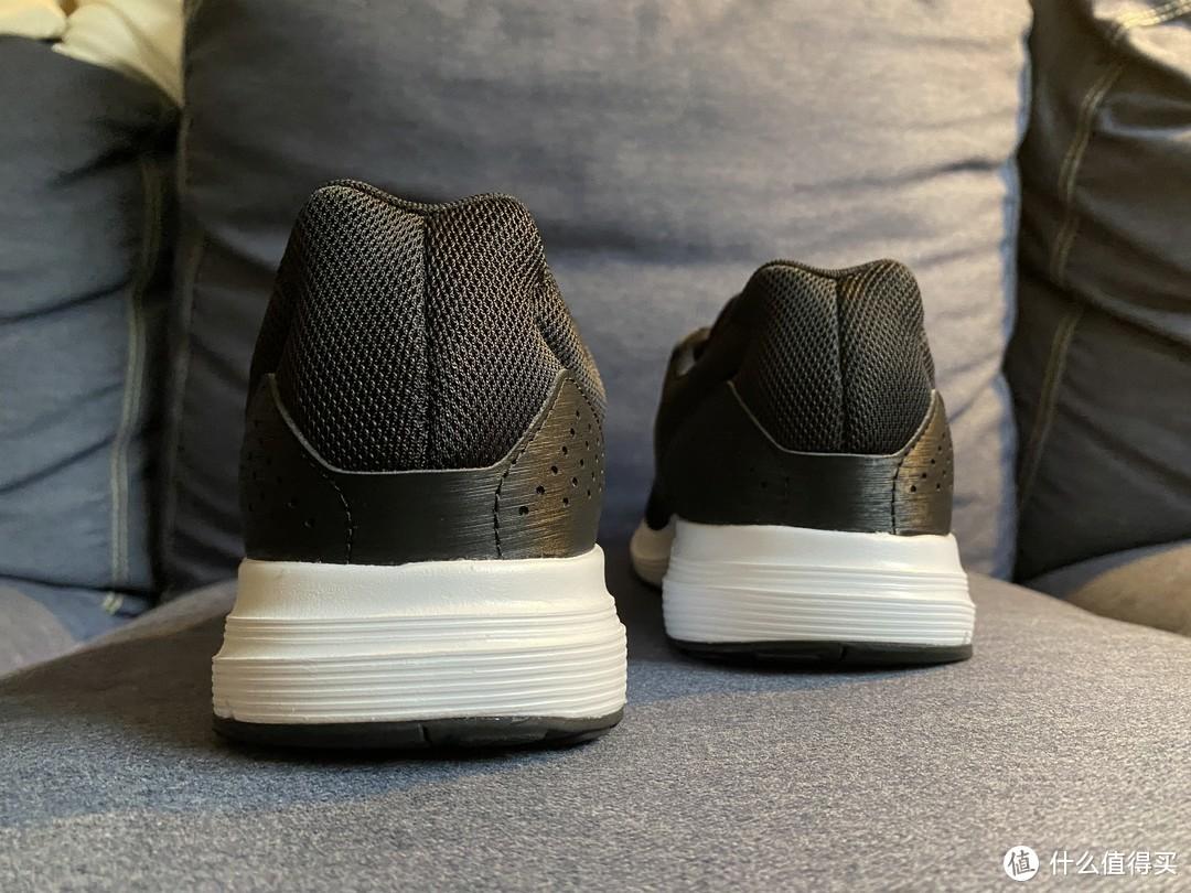 百搭的adidas GALAXY 4