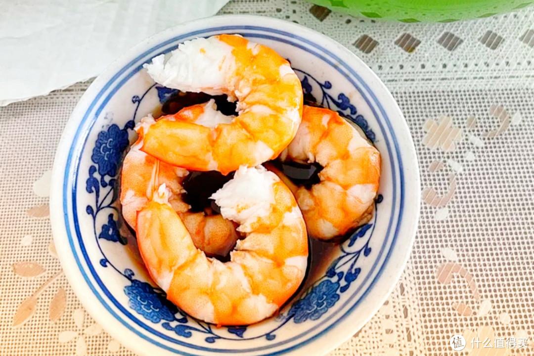 白灼虾,该用冷水煮还是开水煮?很多人还是不懂,难怪虾肉不鲜嫩