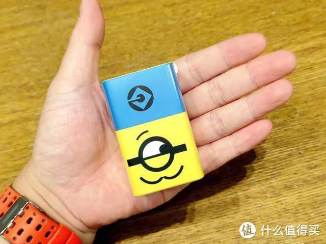 氘锋65W三口GaN充电器(小黄人版)超萌颜值,iPhone 13充电首选