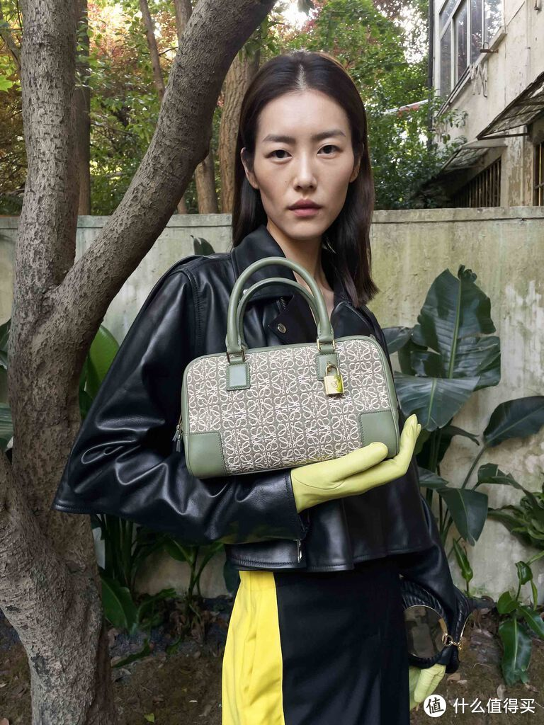 Loewe推出全新Amazona手袋,刘雯、万茜、泫雅谁的演绎更优秀?
