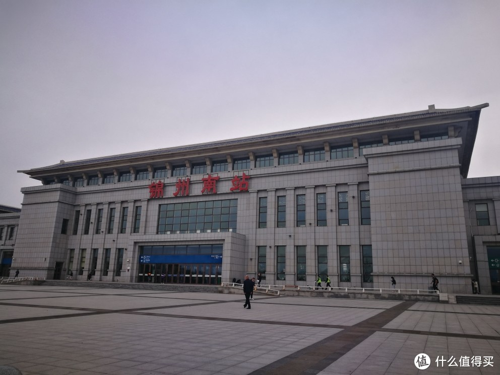 同样空荡荡的锦州南站