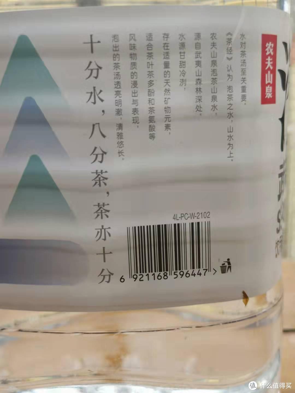纯净水.矿泉水.过滤水.山泉水(或者软.硬水),最适合泡茶的是山泉水(软水)