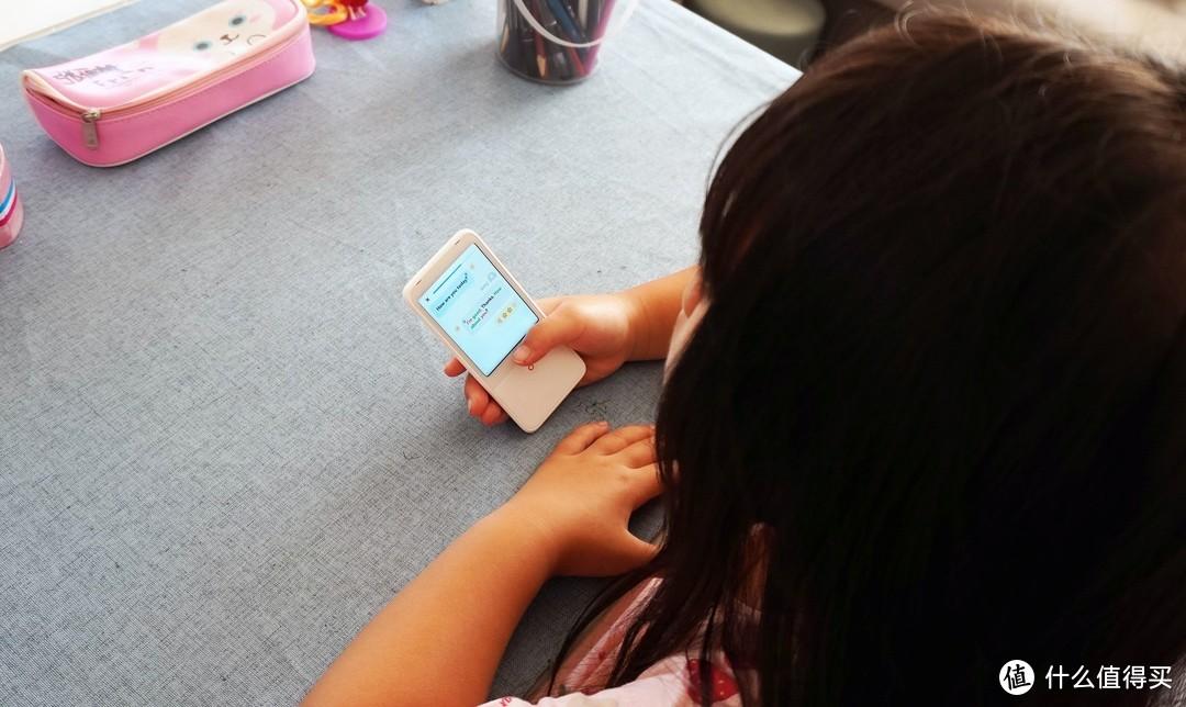 给女儿安排的私人英语老师,有道听力宝让孩子英语越学越好