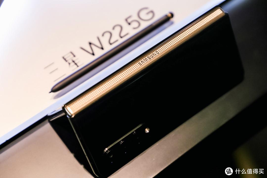 售价 16999 元,心系天下三星 W22 5G 折叠屏手机发布